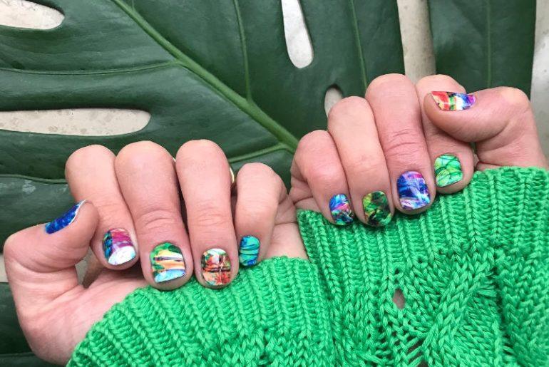 Naklejki na paznokcie NCLA to świetny i modny akcent w manikiurze i genialny sposób na wyróżnienie się z szarego tłumu. Wykonuje się je bardzo szybko i są wyjątkowo trwałe - do dwóch tygodni