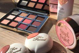 Kosmetyki do makijażu Peach Collection Too Faced mają tak piękne opakowania, że każda dziewczyna je pokocha od pierwszego wejrzenia. Ale na samych opakowaniach ich zalety się nie kończą