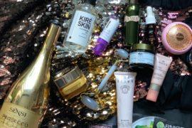 Szykując się na imprezę, nakładasz wiele warstw kosmetyków. Wracając z imprezy, nie zapomnij o ich zmyciu, oczyszczeniu i eksfoliacji skóry i konkretnym nawilżeniu. Przydają się także masaże poprawiające drenaż limfatyczny