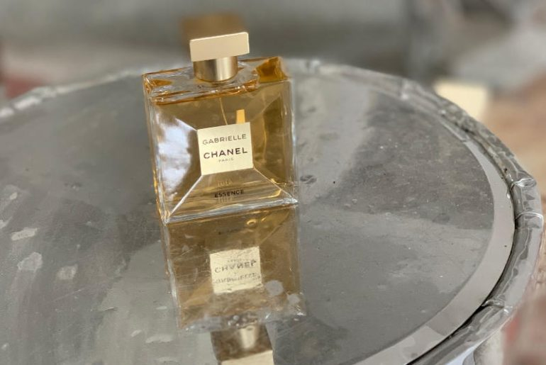 Chanel Gabrielle Essense to perfumy dla kobiet, które kochają kwiatowe kompozycje. Nowa klasyka zapachu dla niej