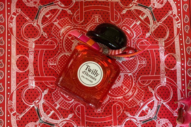 Hermes Twilly Eau Poivrée to nowy zapach w rodzinie Hermes Twilly. Nieco odmienny od tego klasycznego