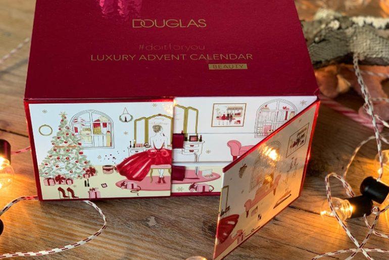Prezenty świąteczne? Najlepsze są takie, które się długo odpakowuje, jak kalendarze adwentowe. W tym roku najpiękniejszy jest kalendarz adwentowy Douglas