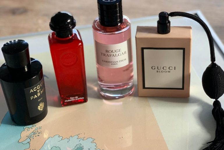 Perfumy dla zakochanych? Od lewej strony: Oud Acqua di Parma, Eau de Rhubarbe Eclarte Hermes, Rouge Trafalgar Maison Christian Dior i Bloom Gucci. Wszystkie piękne, romantyczne, ale i uwodzicielskie w bardzo różny sposób
