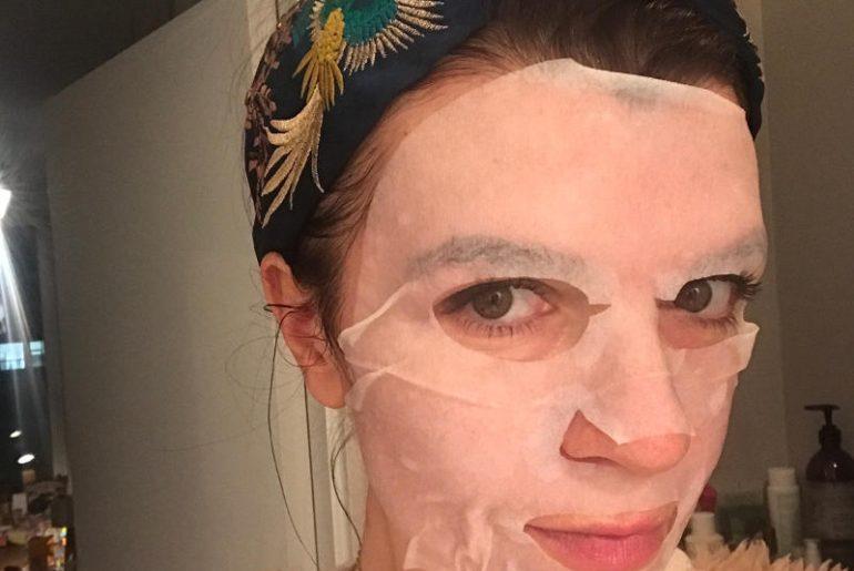 Testuję maski w płachcie od ponad roku. Mam swoje ulubione i takie, które kompletnie się nie sprawdzają. Koreńska pielęgnacja skóry jest modna i wiele marek wykorzystuje ten fakt nie dbając o to, co jest w ich składzie i jakie ma działanie na skórę. Jak przystało na nostressbeauty i bloga bez ściemy, sprawdzamm dokładnie co mogą te dostępne na naszym rynku. Oto test i szczera recenzja