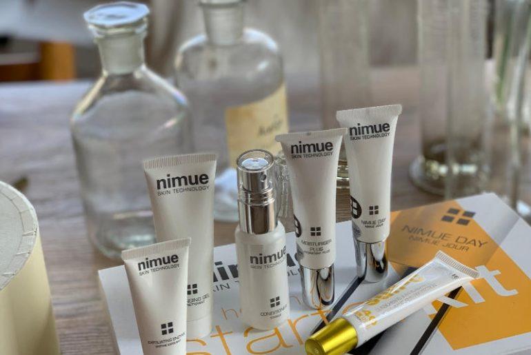 Czy kremy działają na skórę?Nimue Starter Kit to dobry sposób na zapoznanie się z tą nową marką. Zawiera dokładnie wszystko, czego potrzebujesz na wyjazd od oczyszczania, poprzez nawilżanie, na ochronie z filtrem kończąc