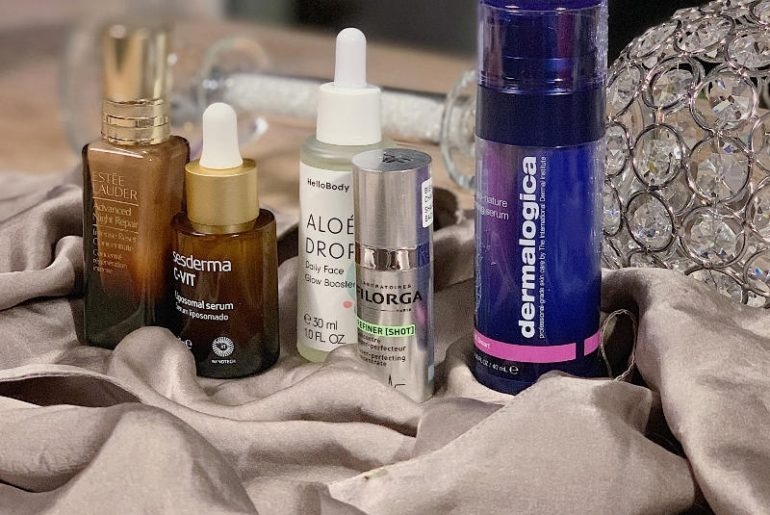 Serum to najlepsza inwestycja w pielęgnację skóry, poprzedzająca zabiegi dermatologiczne. Regeneruje, rozjaśnia, przywraca gęstość i nawilżenie skóry