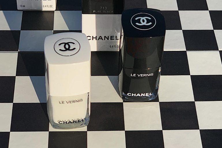Makijaż Chanel na tę jesień to genialna zabawa czernią i bielą, czyli Noir et Blanc. Wszystko, od opakowań skończywszy na samych produktach gra z tymi dwiema barwami