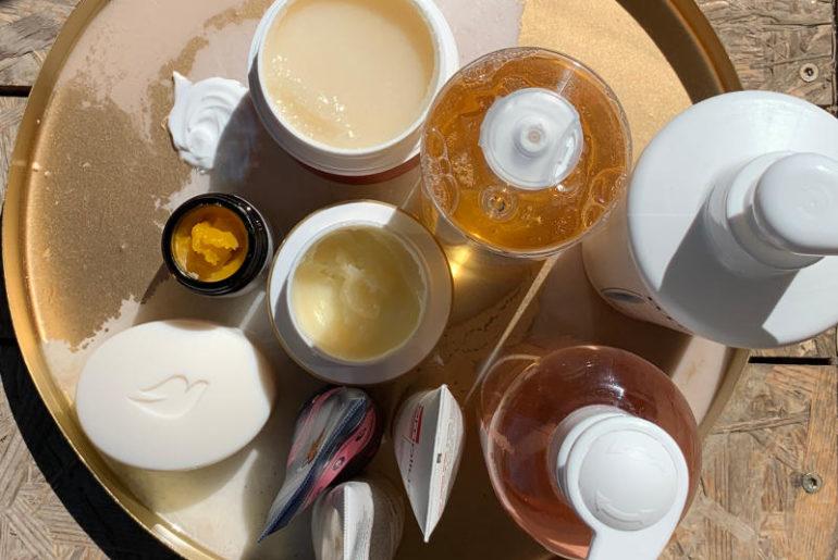 Skóra sucha, reaktywna, podrażniona i atopowa wymagają specjalnej pielęgnacji w dużej mierze opartej o preparaty apteczne z wysoką zawartością odżywczych lipidów