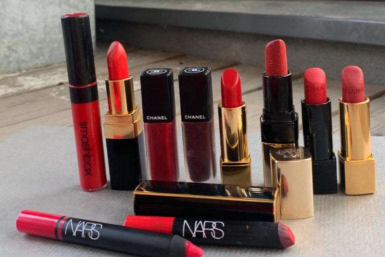 Szminka na ustach wszystkich. U mnie równie bogata jak kolekcja czerwieni jest kolekcja różowych pomadek i takich w odcieniach nude.