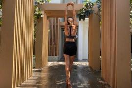 Dbanie o siebie na kwarantannie to podstawa dobrego samopoczucia. Zawiera się w nim zarówno właściwe odżywianie, ćwiczenia, świadome oddychanie, jak i pielęgnacja. Fot. Nati Zawada