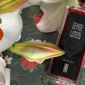Perfumy jak rajskie kwiaty. Fils de joie Serge Lutens