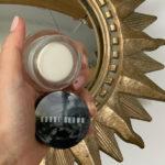 Krem pod oczy do skóry bardzo suchej lub przesuszonej Extra Eye Repair Cream Bobbi Brown ma jedną z najbardziej odżywczych formuł spośród testowanych przeze mnie kosmetyków. Jest idealny przy skórze odwodnionej, bo jego delikatna warstwa, która pozostaje na powierzchni zapobiega jej odparowywaniu