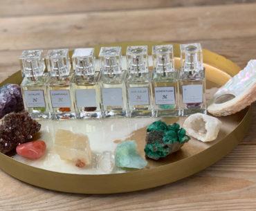 Aromaterapia i litoterapia. Valeur Absolue łączy wyjątkowy zapach z dobroczynną mocą kamieni półszlachetnych. W każdym flakonie jest zupełnie inny minerał, który ma przynieść konkretne działanie