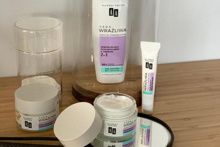 Cera Wrażliwa Przeciw Zmarszczkom marki AA to najnowsza linia dla skóry reaktywnej. Kosmetyki nie tylko mają bardzo delikatne składy, ale przede wszystkim rewelacyjnie odżywiają, nawilżają i napinają skórę bez podrażniania jej.