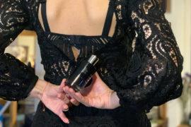 Perfumy pudrowe, kwiatowe, niewidzialne. Ciepłe i potencjalnie niewinne, ale wybitnie kuszące. Musc Invisible Juliette has a gun to koktajl białego piżma z jaśminem i kwiatem bawełny.